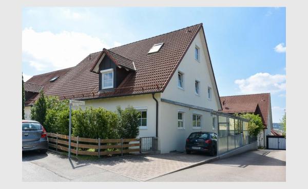 VERKAUFT - ruhig & gepflegt - moderne Doppelhaushälfte direkt in Zusmarshausen